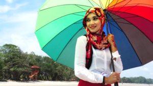 wearing pashmina shawl